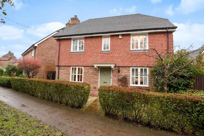 3 Bedrooms Detached House for sale in Berrall Way, Billingshurst, RH14