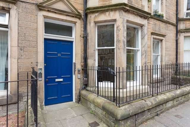 2 Bedrooms Flat for sale in Viewforth, Bruntsfield, Edinburgh, EH10 4JG