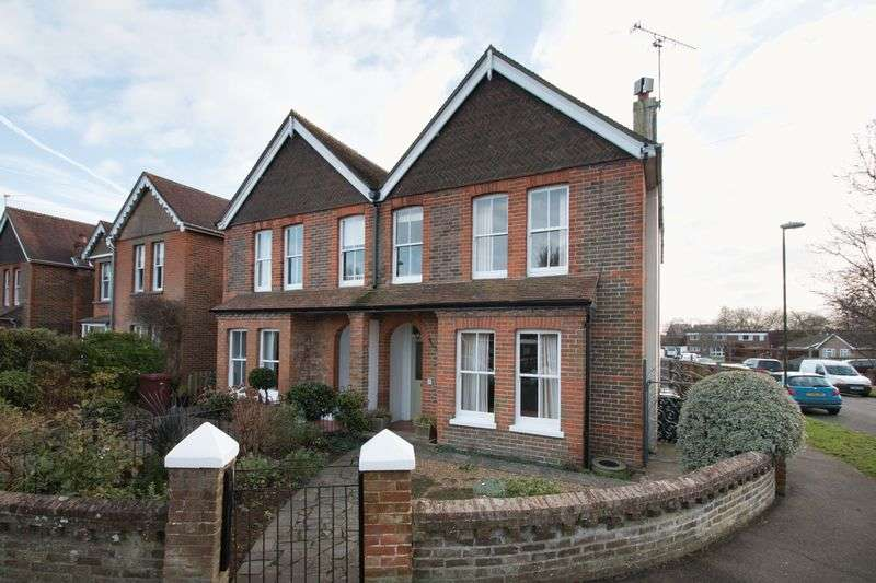 4 Bedrooms Semi Detached House for sale in Highland Road, Chichester
