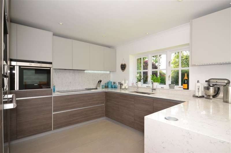 4 Bedrooms Detached House for sale in Stonelands, West Hoathly, West Sussex