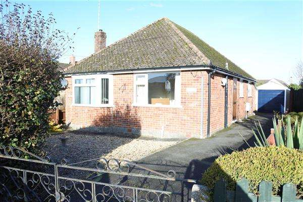 2 Bedrooms Bungalow for sale in Newlands, Shaftesbury Road, Gillingham