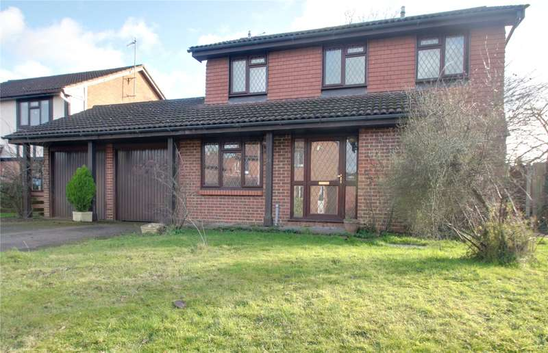 4 Bedrooms Detached House for sale in Friars Way, Chertsey, Surrey, KT16