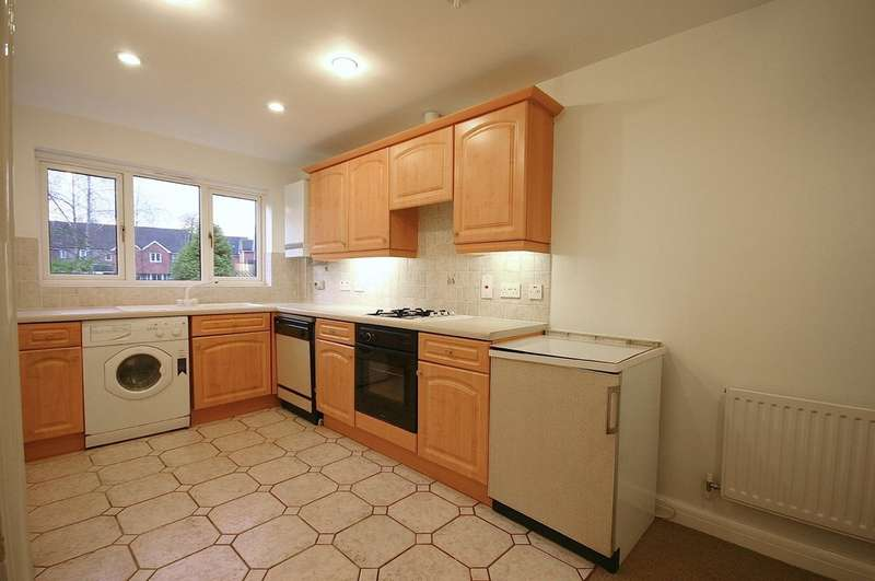 2 Bedrooms Flat for sale in Twyhurst Court, East Grinstead