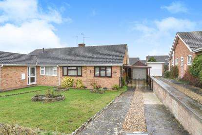 2 Bedrooms Bungalow for sale in Charlton Close, Evesham, Worcestershire