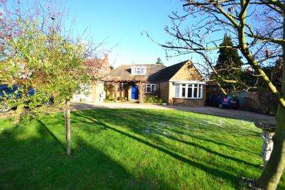 3 Bedrooms Bungalow for sale in Chelmsford, Essex