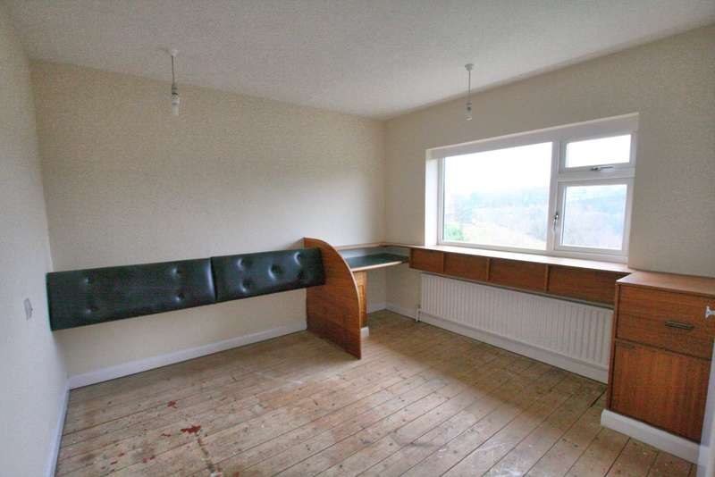 3 Bedrooms Semi Detached House for sale in Gleave Avenue, Bollington