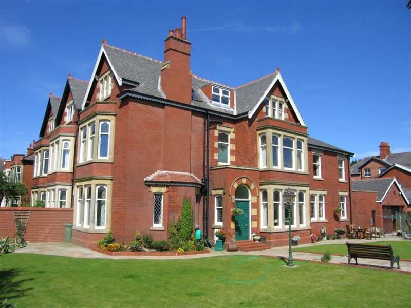 3 Bedrooms Property for sale in Holcroft House, Fairlawn Road, Lytham