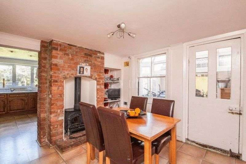 4 Bedrooms Detached House for sale in London Road, Colchester
