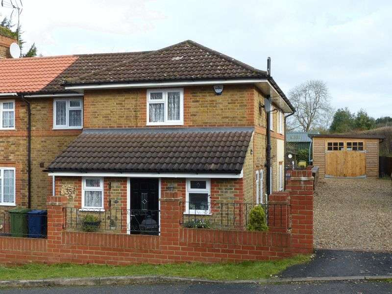 4 Bedrooms Semi Detached House for sale in Wooburn Green-St Pauls school catchment