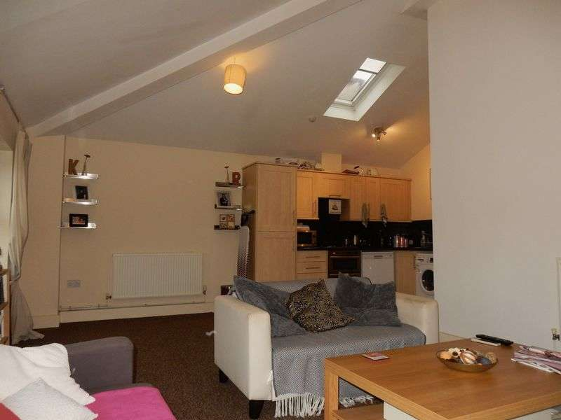 2 Bedrooms Flat for sale in West Street, Bedminster, Bristol
