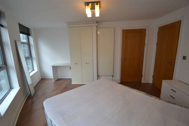 3 Bedrooms Apartment Flat for sale in Meridian Point, Creek Road, Greenwich, London