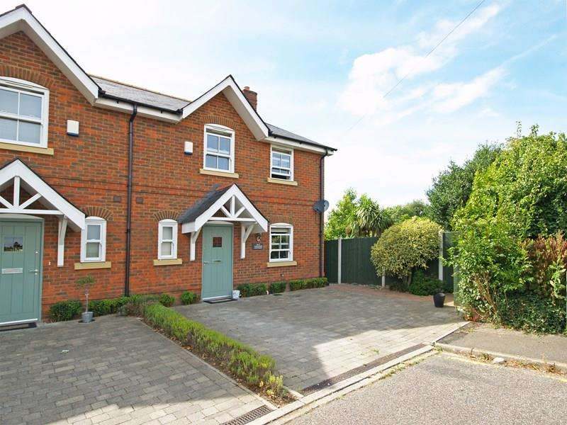 3 Bedrooms Semi Detached House for sale in Poplar Close, Highcliffe, Christchurch