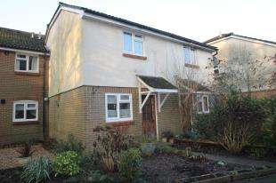 2 Bedrooms Terraced House for sale in Oakwood Close, Midhurst, West Sussex