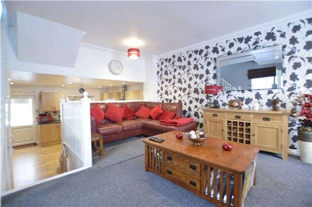 3 Bedrooms Semi Detached House for sale in Moorhen Close, ST LEONARDS-ON-SEA, East Sussex, TN38