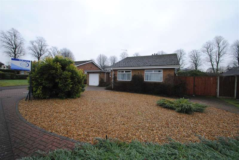 3 Bedrooms Bungalow for sale in Brookwood Close, Walton, Warrington, WA4