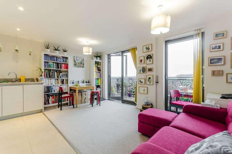 1 Bedroom Flat for sale in Pandora Court, Docklands, E16