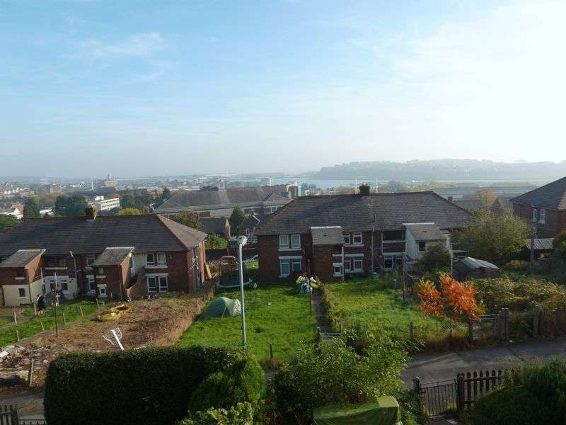2 Bedrooms Flat for sale in Hafren Road, Barry