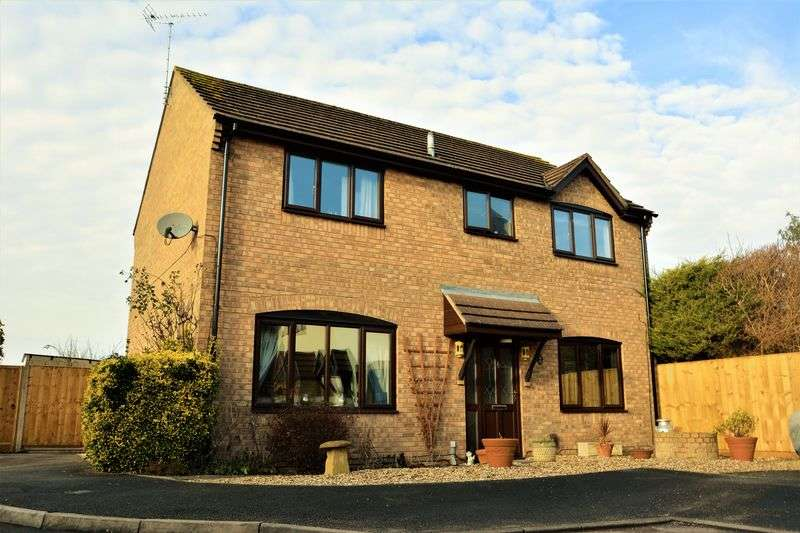 4 Bedrooms Detached House for sale in Burgess Close, Stratton, Swindon