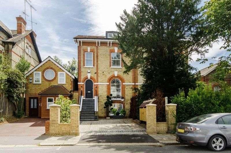5 Bedrooms Semi Detached House for sale in Station Road, Barnet, EN5