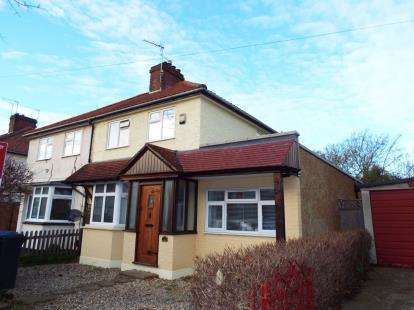 3 Bedrooms Semi Detached House for sale in Chestnut Road, Enfield