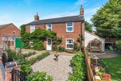 5 Bedrooms Detached House for sale in Freethorpe, Norwich, Norfolk