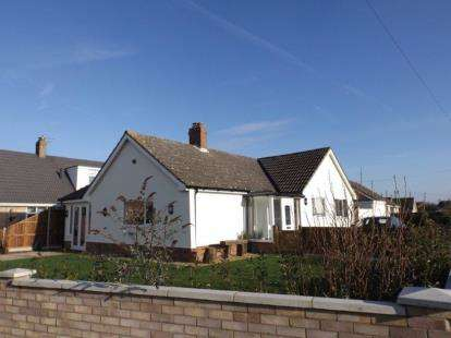 3 Bedrooms Bungalow for sale in Wymondham, Norfolk