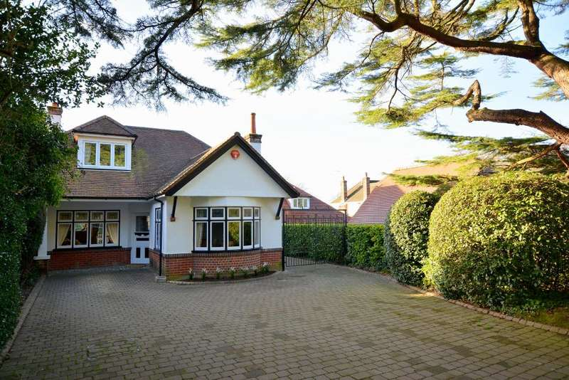 3 Bedrooms Detached House for sale in Throop, Bournemouth