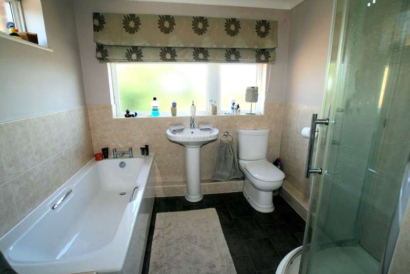 3 Bedrooms Semi Detached House for sale in Moorland View, dERRIFORD, Plymouth, PL6 6AL