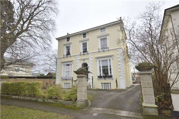 2 Bedrooms Flat for sale in Pittville Crescent, CHELTENHAM, Gloucestershire, GL52 2QZ