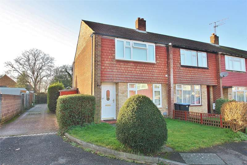 3 Bedrooms Terraced House for sale in Highclere Gardens, Knaphill, Woking, Surrey, GU21