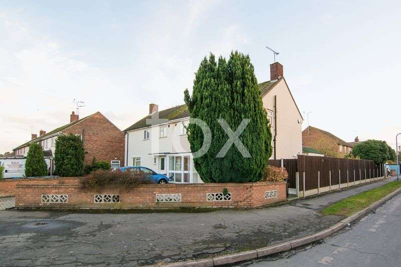 3 Bedrooms Semi Detached House for sale in Rochford Garden Way, Rochford