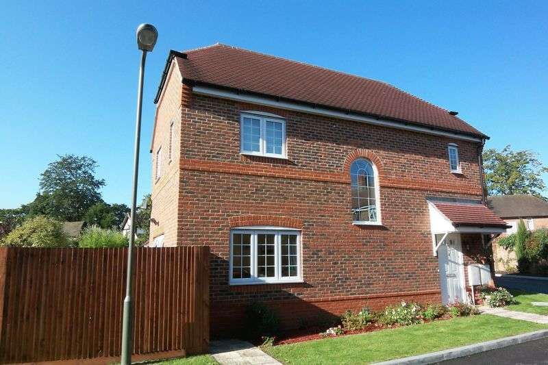 3 Bedrooms Detached House for sale in Gated development