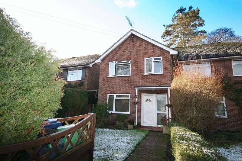 3 Bedrooms Semi Detached House for sale in Wrecclesham Road, Farnham