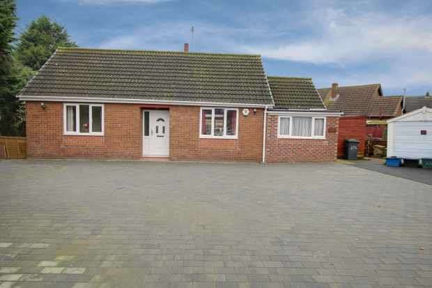 2 Bedrooms Detached Bungalow for sale in Charles Street, Selby, North Yorkshire, YO8 4DA