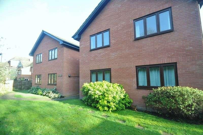 1 Bedroom Flat for sale in Minley Grove, Fleet