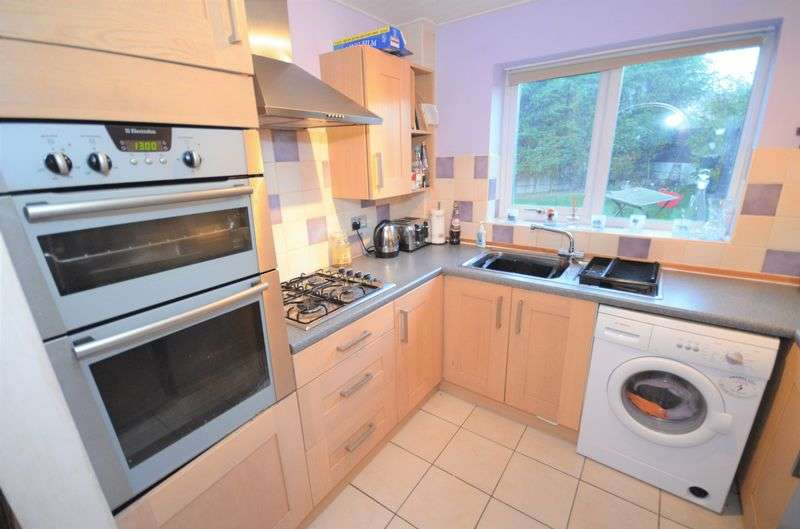 3 Bedrooms Semi Detached House for sale in 8 Rutland Close, Sandbach, CW11 3NX