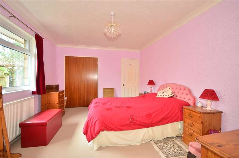 4 Bedrooms Bungalow for sale in Ashlake Copse Road, Fishbourne, Isle of Wight