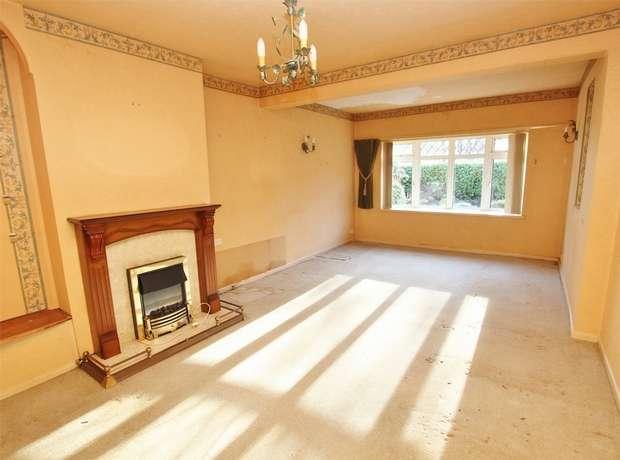 3 Bedrooms Detached Bungalow for sale in Springdale Road, Corfe Mullen, WIMBORNE, Dorset