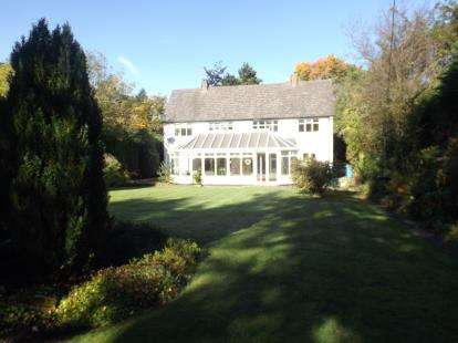 4 Bedrooms Detached House for sale in Runnymede Road, Ponteland, Newcastle Upon Tyne, Northumberland, NE20