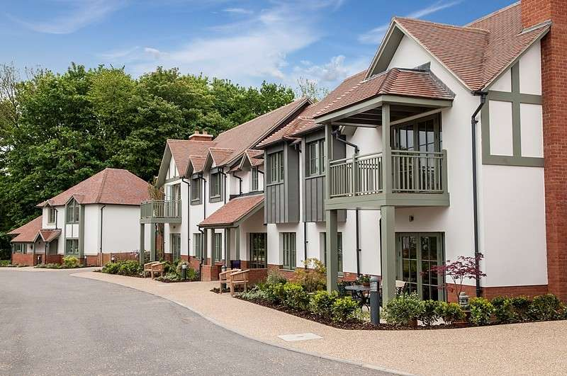 2 Bedrooms Ground Flat for sale in Gower Court, Audley Chalfont Dene, Rickmansworth Lane, Chalfont St Peter, SL9