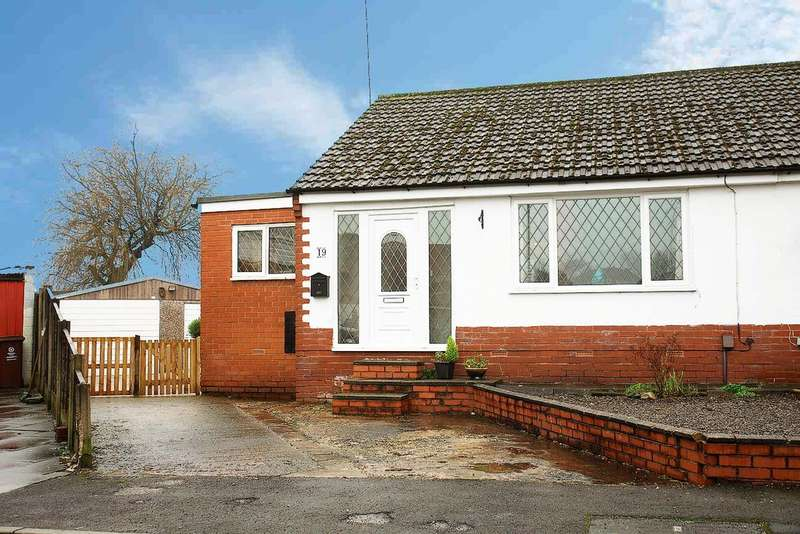 2 Bedrooms Semi Detached Bungalow for sale in 19 Ash Grove, Royton