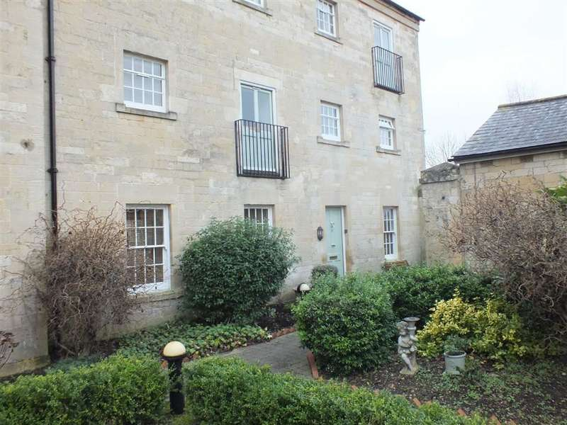 3 Bedrooms Maisonette Flat for sale in St Georges Court, Semington, Trowbridge, Wiltshire, BA14