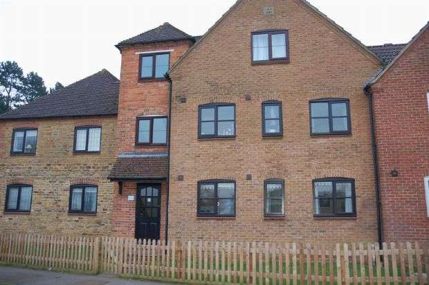 2 Bedrooms Flat for sale in Lunchfield Lane, Moulton, Northampton NN3 7AB