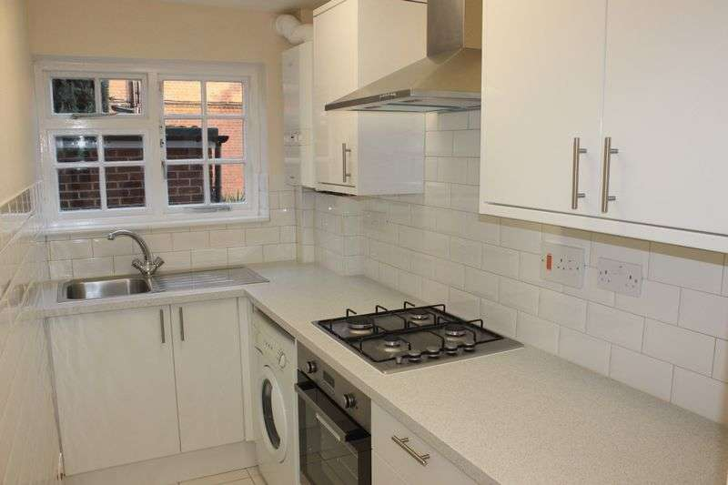 1 Bedroom Flat for sale in Englefield Green with Garage