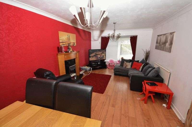 3 Bedrooms Maisonette Flat for sale in Townhead Street, Kilsyth