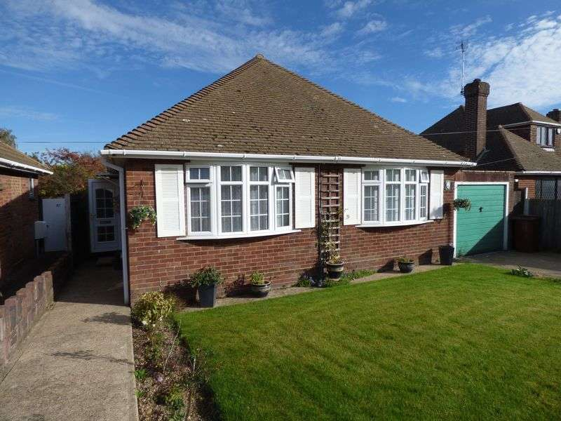 4 Bedrooms Detached Bungalow for sale in Harvey Road, Ashford