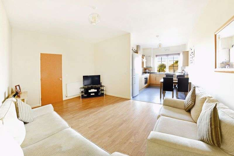 2 Bedrooms Flat for sale in St. Martins Place, Dorchester, DT1
