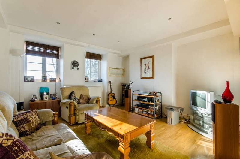 2 Bedrooms Flat for sale in Grove House, Waverley Grove, Church End, N3
