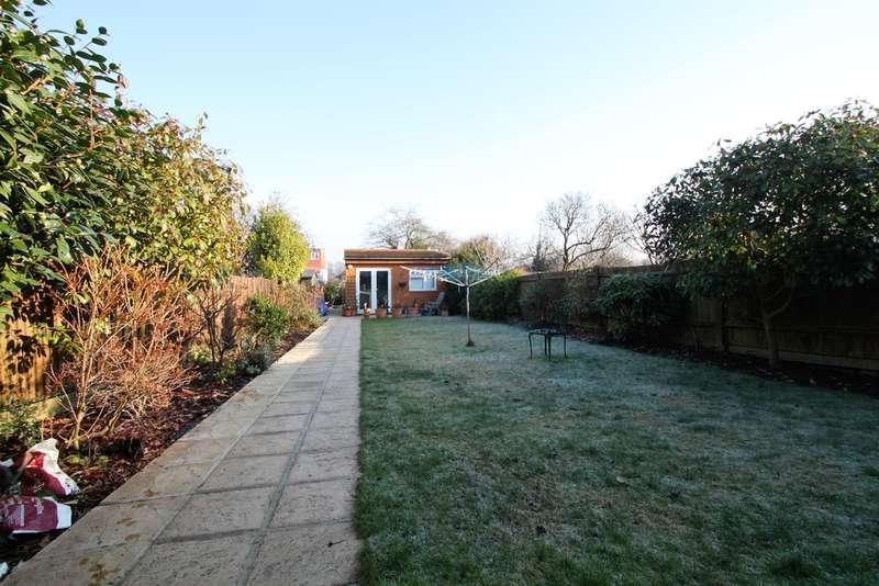 3 Bedrooms Semi Detached House for sale in Parkside Crescent, Berrylands