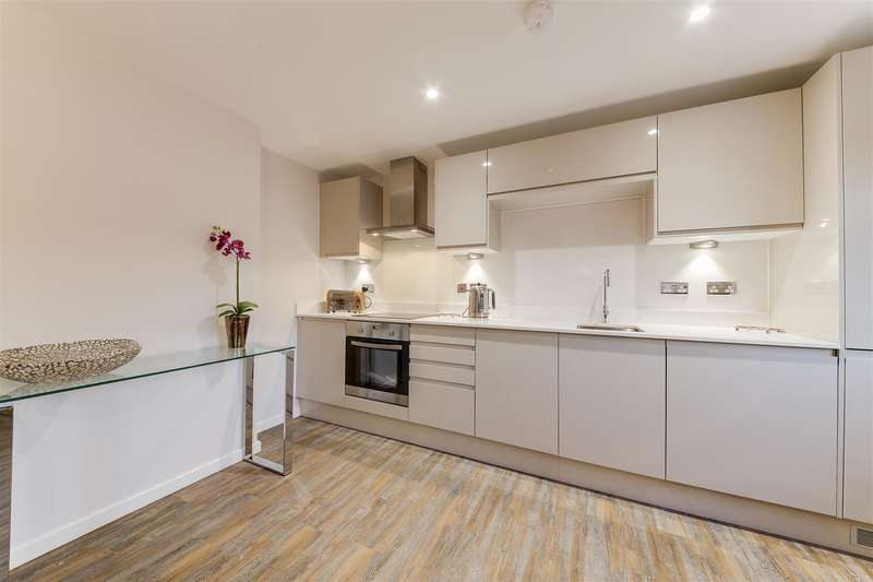 3 Bedrooms Penthouse Flat for sale in Holcombe Road, Helmshore, Rossendale